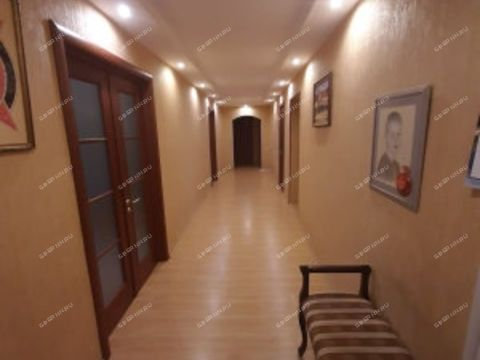 4-komnatnaya-ul-garazhnaya-d-5 фото